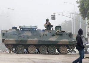 Πραξικόπημα στη Ζιμπάμπουε: Σε κατ' οίκον περιορισμό ο πρόεδρος Μουγκάμπε