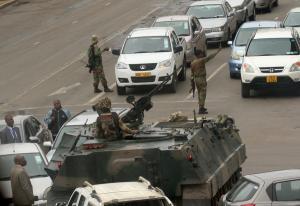 Πραξικόπημα στη Ζιμπάμπουε: Ο στρατός στους δρόμους – Κρατάνε τον πρόεδρο Μουγκάμπε