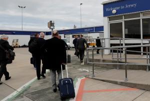 Κομισιόν: Η Γερμανία συμφώνησε να μην ταλαιπωρεί άλλο τους έλληνες στα αεροδρόμια