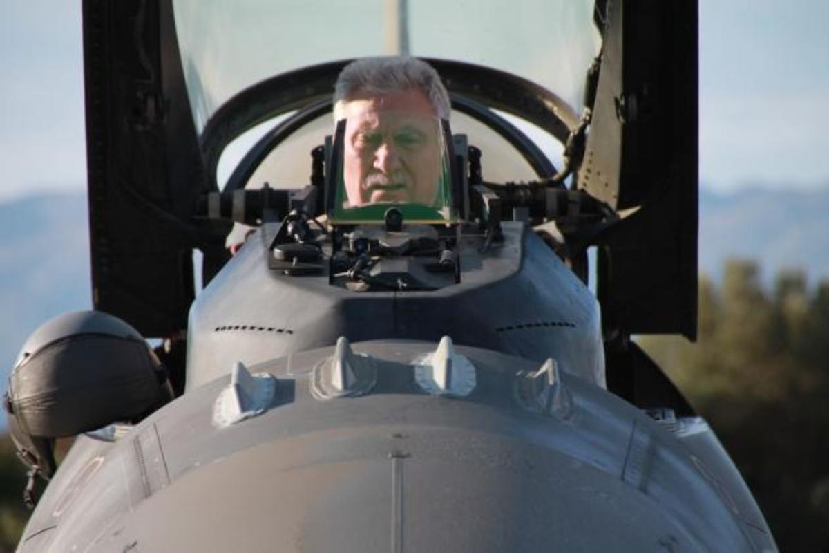 Πτήση του Αρχηγού της αεροπορίας με F – 16 πάνω από την Κρήτη [pics] | Newsit.gr