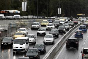 Καιρός: Αυξημένη κίνηση στους δρόμους της Αττικής λόγω της βροχής