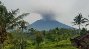 Εξερράγη το ηφαίστειο Αγκούνγκ! Δέος από τις εικόνες