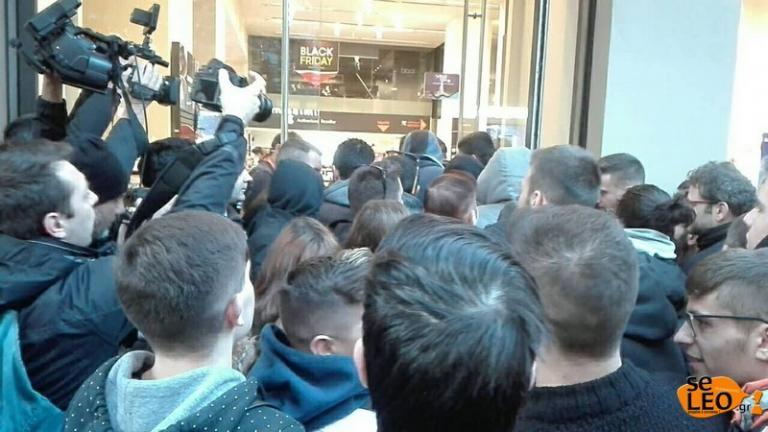 Θεσσαλονίκη: Η στιγμή της εισβολής σε πολυκατάστημα για τη Black Friday – Σπρωξίματα και φωνές στην είσοδο [pics, vids] | Newsit.gr