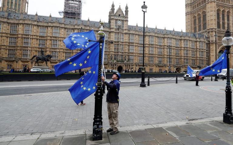 Brexit: Στον «πάγο» οι διαπραγματεύσεις | Newsit.gr