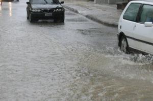 Διακόπηκε η κυκλοφορία στην Εθνική Οδό Αθηνών – Θεσσαλονίκης γιατί πλημμύρισε ο δρόμος