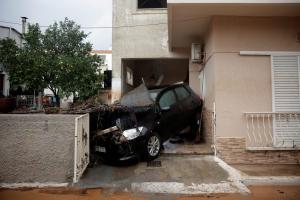 Μάνδρα: Θρασύτατοι έκαναν πλιάτσικο – Τέσσερις συλλήψεις