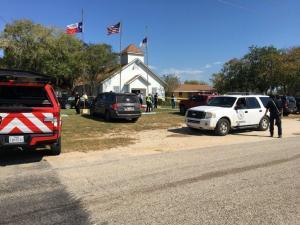 «Μακελειό» στο Τέξας! Τουλάχιστον 27 νεκροί από πυροβολισμούς σε εκκλησία [pics, vid]