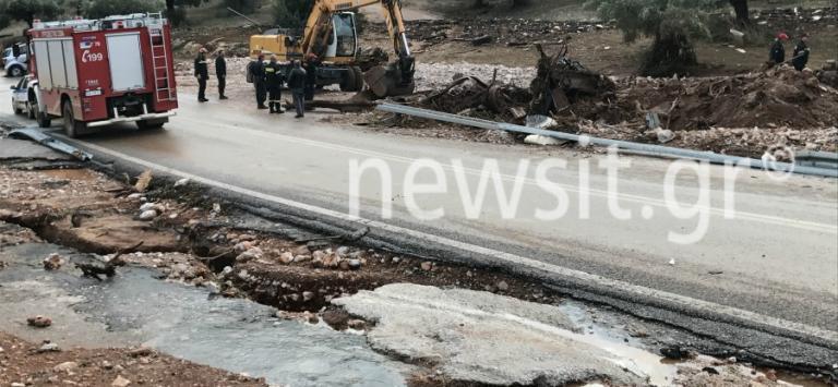 Θεομηνία στη Δυτική Αττική – Νέες έρευνες: Σκάβουν τις λάσπες για να βρουν τους αγνοούμενους | Newsit.gr