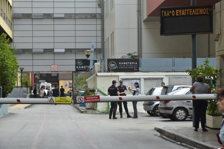 Σε σοβαρή κατάσταση η δικηγόρος που τραυματίστηκε από φωτοβολίδα – Έμεινε 6 ώρες στο χειρουργείο [vid] | Newsit.gr
