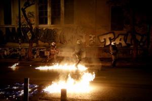 Handelsblatt: Χάος και ανομία στην Αθήνα με επίκεντρο τα Εξάρχεια