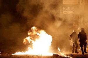 Δίωξη κατά αγνώστων δραστών για τον τραυματισμό της δικηγόρου στα Εξάρχεια
