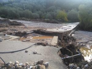 Ηγουμενίτσα: Ο χείμαρρος «πέταξε» γυναίκες στον γκρεμό! Πλημμύρες, χαλάζι και τόνοι λάσπης! [pics, vid]