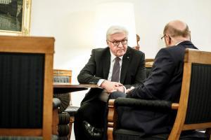 Γερμανία: Παραμένει το αδιέξοδο – Στα δυο το SPD του Μάρτιν Σουλτς