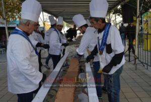 Καρδίτσα: Ρεκόρ Γκίνες για τη μεγαλύτερη σοκολάτα – Σε εξέλιξη οι προσπάθειες με υλικά 2,5 τόνων [pic, vid]