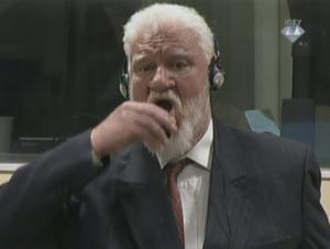 Κροατο-βόσνιος πήρε δηλητήριο μέσα στο διεθνές δικαστήριο της Χάγης