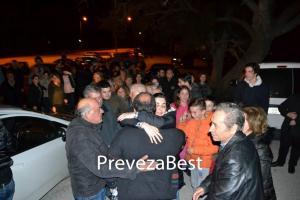 Πρέβεζα: Χειροκροτήματα για τον ιερέα που αποφυλακίστηκε [pics]