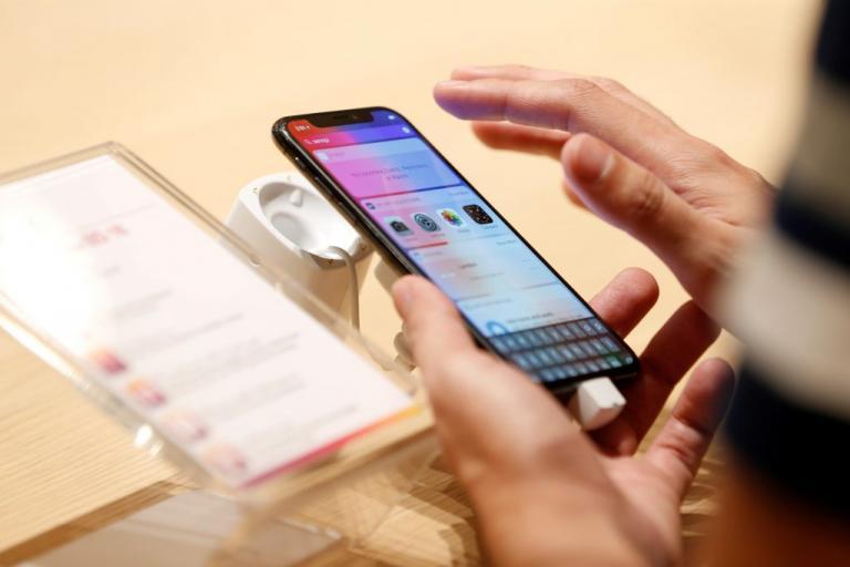 Σύγχρονοι δούλοι για ένα iPhone X – Παιδιά δουλεύουν 11ωρα για ένα τηλέφωνο της Apple   Newsit.gr