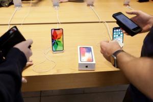 Μήνυση στην Apple για επιβράδυνση των παλιών iPhone
