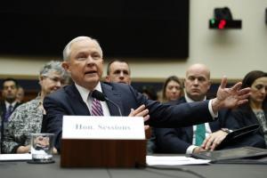 ΗΠΑ: Υπουργός του Τραμ επιβεβαιώνει τις επαφές του Παπαδόπουλου με Ρώσους