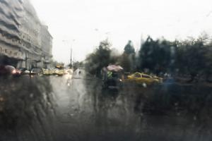 Καιρός: Υποχωρεί… «μαχόμενη» η Ιοκάστη – Βροχές και χιόνια με μικρή άνοδο της θερμοκρασίας