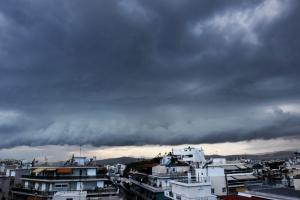 Καιρός: «Μουντός» ουρανός και μικρή πτώση της θερμοκρασίας