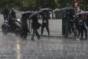 Καιρός: Η Ευρυδίκη έφτασε στην Αττική – Οι κρίσιμες ώρες που θα χτυπήσει η κακοκαιρία