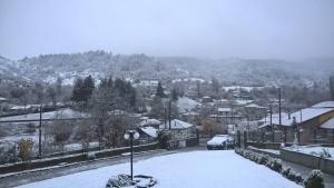 Μακεδονία: Καστοριά και Γρεβενά ντύθηκαν στα λευκά – Πανέμορφες εικόνες στα χιόνια [pics]