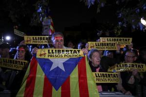 Καταλονία: Προφυλακιστέοι χωρίς εγγυήσεις 8 πρώην υπουργοί του Πουτζδεμόν