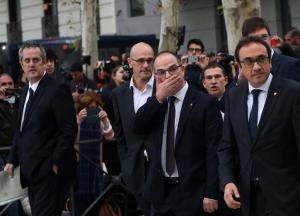 Ισπανία: Φυλάκιση της Καταλανικής κυβέρνησης ζητά ο εισαγγελέας – Παραμένει «λούης» ο Πουτζδεμόν