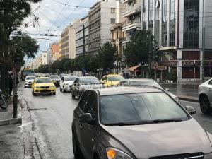 Κίνηση στους δρόμους λόγω βροχής