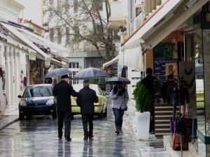 Καιρός: Λασπροβροχή και ισχυροί άνεμοι στο Αιγαίο σήμερα