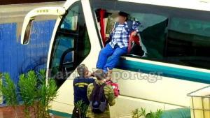 Νέα Πέραμος: Εικόνες που κόβουν την ανάσα – Δραματικές διασώσεις από λεωφορείο – Σε κατάσταση πανικού οι επιβάτες [pics, vid]