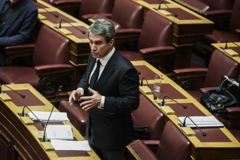 Απόρρητα έγγραφα κατέθεσε ο Ανδρέας Λοβέρδος στη Βουλή για τη σύμβαση με τη Σαουδική Αραβία | Newsit.gr