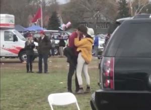 Αυτός είναι ο νεαρός που «έκλεψε» την καρδιά της Μαλία Ομπάμα [pics]