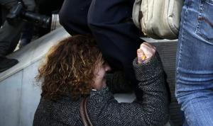 «Να πεθάνεις δολοφόνε!» Χτύπησαν και έβρισαν τον 58χρονο δολοφόνο της Δώρας Ζέμπερη στα δικαστήρια