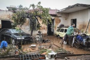 Πλησιάζουν τις 1.000 οι κλήσεις στην Πυροσβεστική για παροχές βοήθειας στη Δυτική Αττική