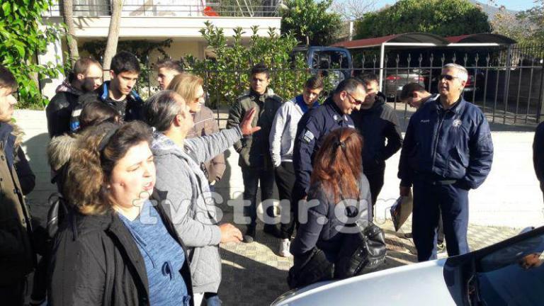 Λαμία: Οργή και λιποθυμίες για τα λουκέτα σε τμήματα σχολείων [vid] | Newsit.gr