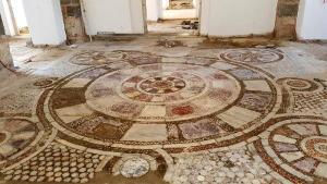 Εντυπωσιακή ανακάλυψη: Μωσαϊκό 100 τετραγωνικών κάτω από τέμενος [pics]