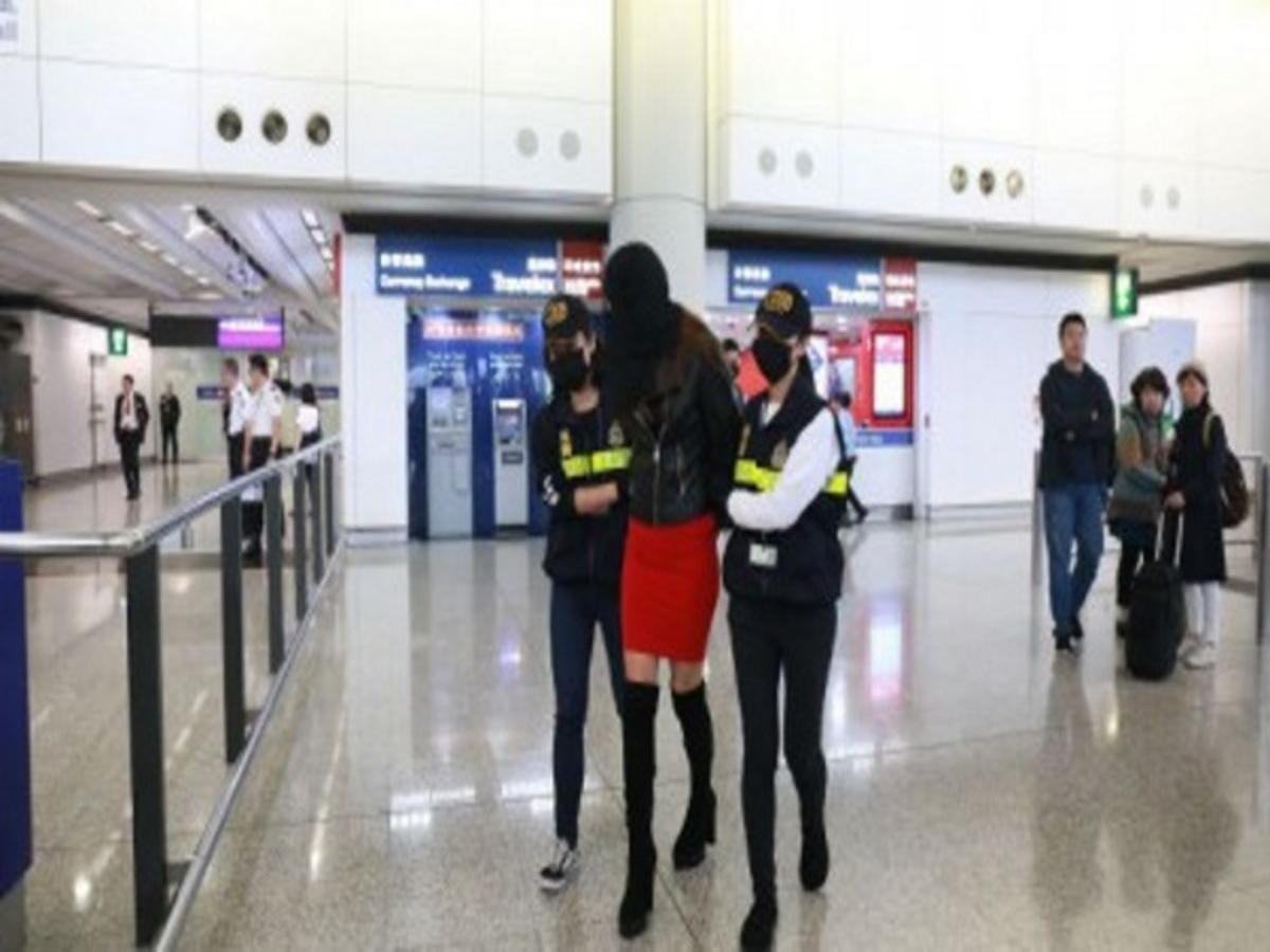 Ελληνίδα μοντέλο με 2,5 κιλά κοκαΐνης στο αεροδρόμιο του Χονγκ Κονγκ! Η στιγμή της σύλληψης [pics, vid] | Newsit.gr