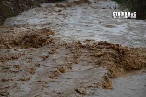 «Βούλιαξε» το Ναύπλιο: Ξεχείλισαν τα ρέματα – Χείμαρροι και λάσπη παντού – Εικόνες καταστροφής [pics, vid]