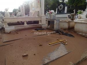 Μάνδρα: Ανατριχιαστικές εικόνες από το νεκροταφείο! Σπασμένοι τάφοι και ανθρώπινα οστά σε κοινή θέα