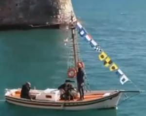 Ναύπακτος: Σπαραγμός στην κηδεία του Ηλία Παλιάτσα – «Έκλαψε» η βάρκα του στο λιμάνι [pic, vid]