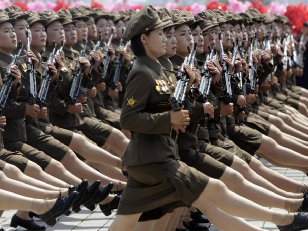 Φρίκη! Ο Κιμ Γιονγκ Ουν «κόβει» την περίοδο στις στρατιωτίνες του | Newsit.gr