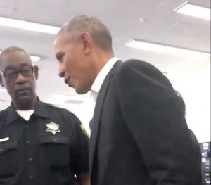 Κάλεσαν τον Ομπάμα ένορκο σε δίκη και εμφανίστηκε! [pics]
