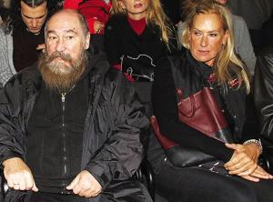 Όλα τα λεφτά το βλέμμα της Άννας Νταλάρα στον Τζίμη Πανούση που κάθισε δίπλα της [pic, vid]