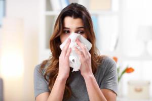 Παραρρινοκολπίτιδα: Πότε το κρυολόγημα εξελίσσεται σε μικροβιακή φλεγμονή – Συμπτώματα, επιπλοκές, θεραπεία