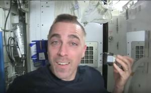 Έτσι ξυρίζονται τα μαλλιά στο Διάστημα