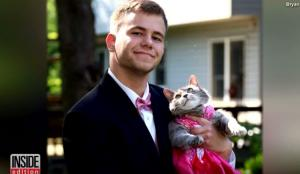 Δεν έβρισκε συνοδό για τον χορό του σχολείου και πήρε τη γάτα του