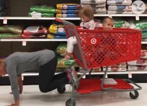 Γυμναστική για νέες μαμάδες στο… σούπερ μάρκετ!