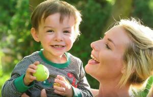 Αποπειράθηκε να αυτοκτονήσει και έχασε τα δύο της πόδια – Βρήκε την ευτυχία στο πρόσωπο του γιου της